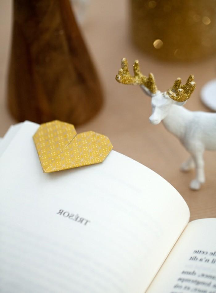herzen-basteln-kreatives-gelbes-modell-origami-lesezeichen