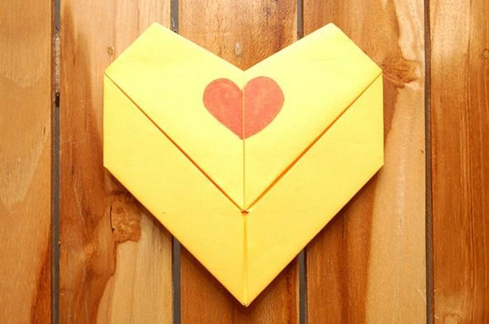 herzen-basteln-origami-design-gelbe-farbe