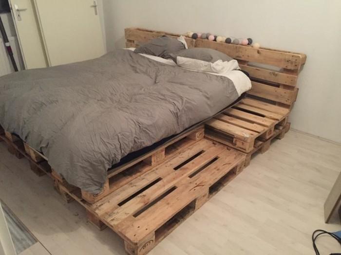 Bett aus holzpaletten  Diese 106 Möbel aus Europaletten werden Ihnen gefallen! - Archzine.net