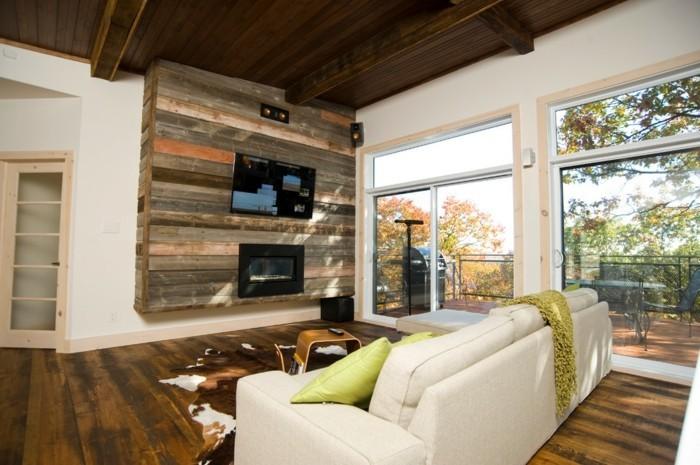 holzpalette-gestaltung-weißes-sofa-und-wohnwand-im-tollen-wohnzimmer