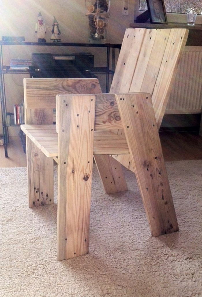 holzpaletten-möbel-interessanter-stuhl-unikales-modell