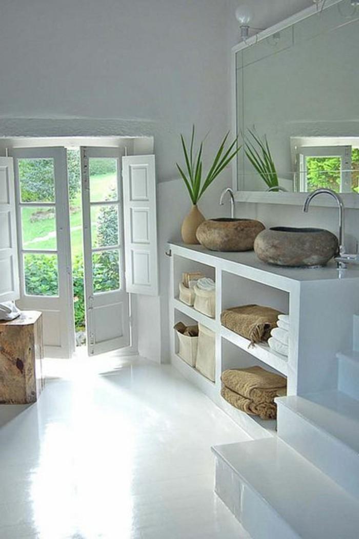 interessante-badezimmermöbel-weiße-schöne-praktische-regale