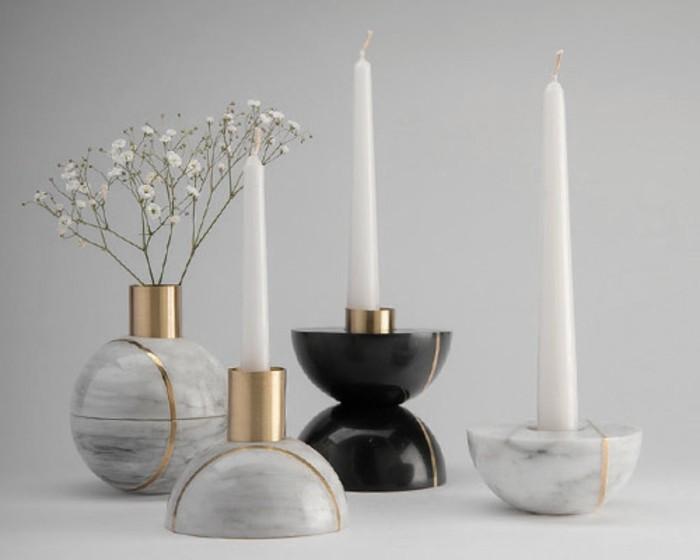 interessante-raumgestaltung-mit-eleganten-langen-kerzen-und-dekorazionen