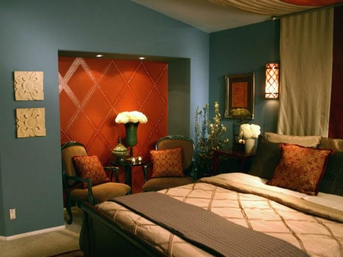 interessantes-schlafzimmer-mit-toller-wandfarbe-rot-und-blau-kombinieren