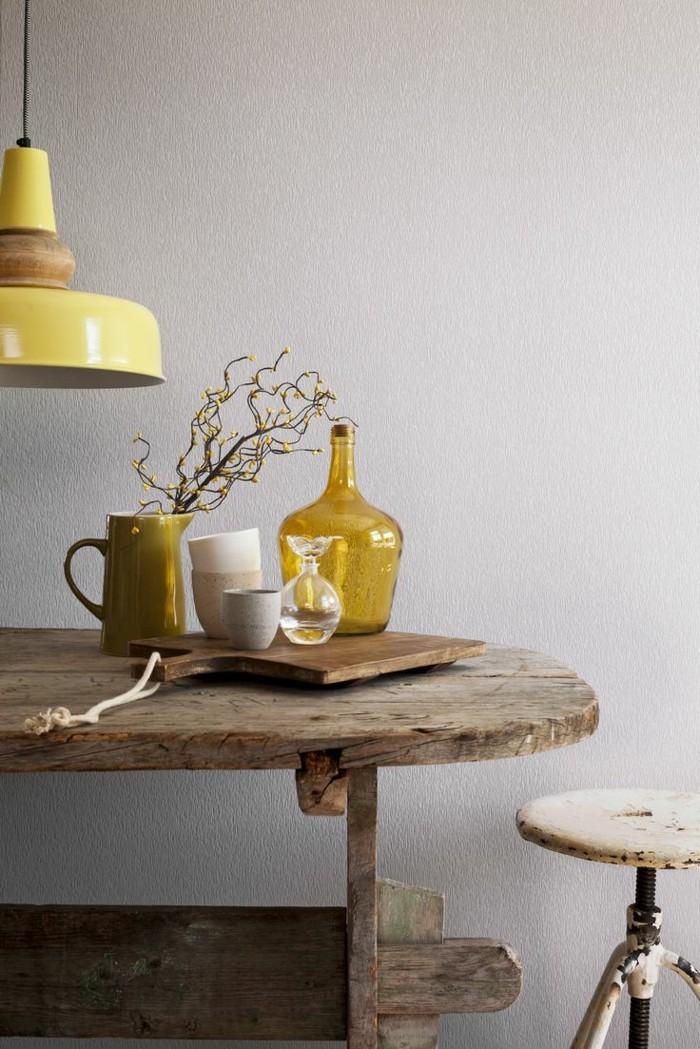küche-magnolia-farbe-rustikale-gestaltung-hölzerner-tisch