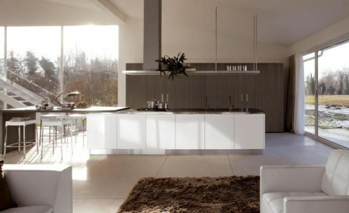 küche-magnolia-hochglanz-großer-innenraum-mit-einem-braunen-teppich