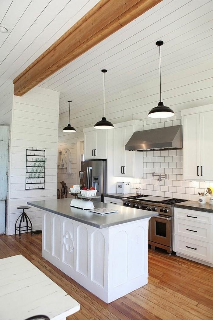 küche-magnolie-farbe-hängende-lampen-moderne-kochinsel