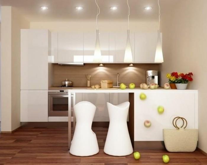 küche-magnolie-farbe-zwei-tolle-weiße-stühle