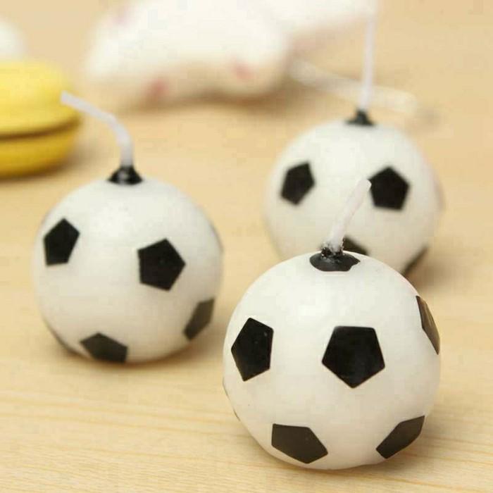 kindergeburtstagskuchen-effektvolle-fußball figuren -kreatives-aussehen