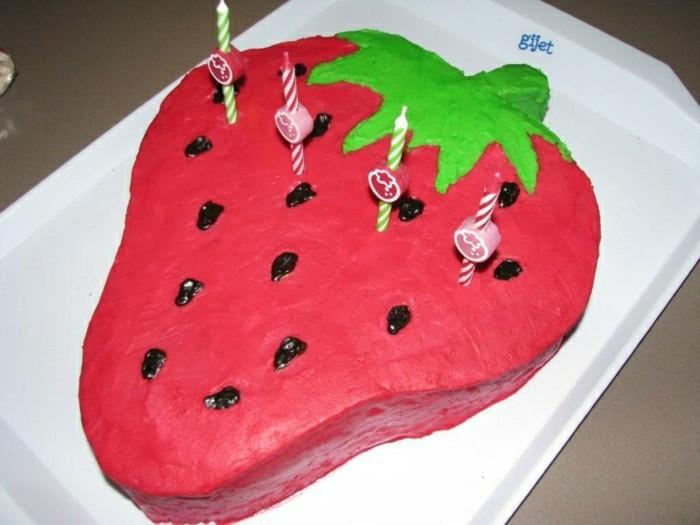 kindergeburtstagskuchen-erdbeere-figur-rote-farbe