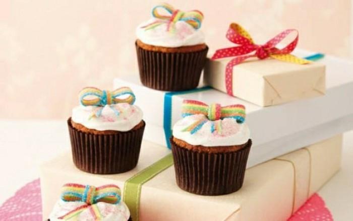 kindergeburtstagskuchen-süße-muffins-moderne-gestaltung