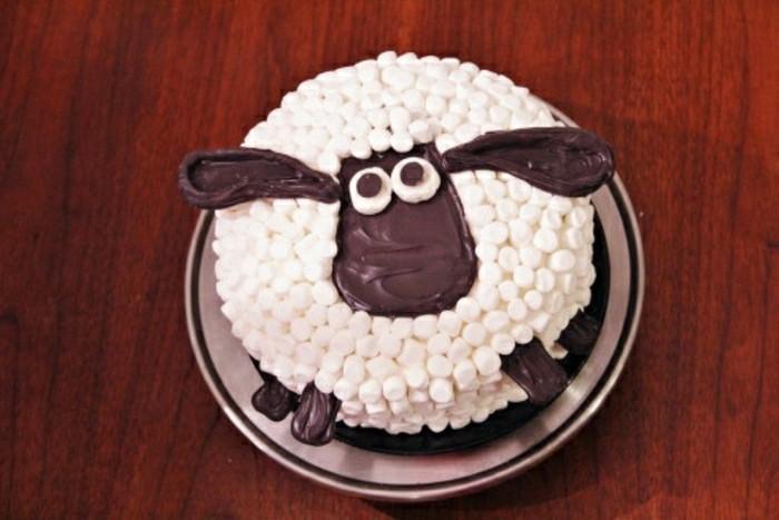 kindergeburtstagskuchen-schaf-motiv-lustige-torte