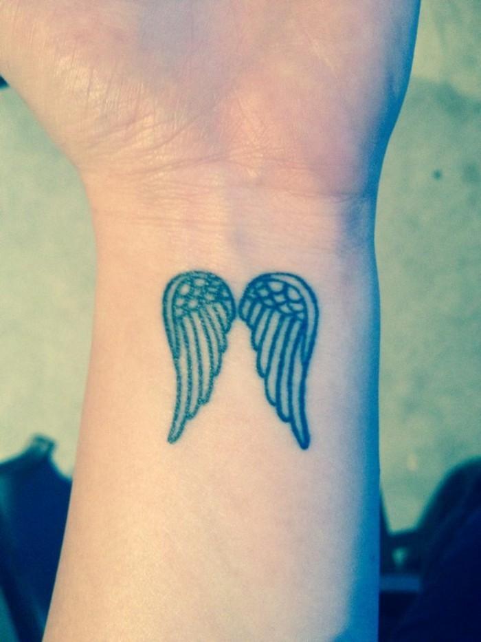 kleines-Tattoo-Engelsflügel-Tattoo-Frauen-Tattoo