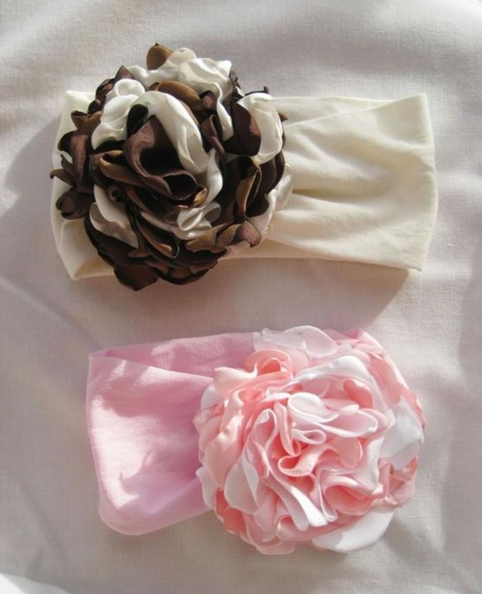 kokette-Bänder-mit-dekorativen-Blumen-für-Babys