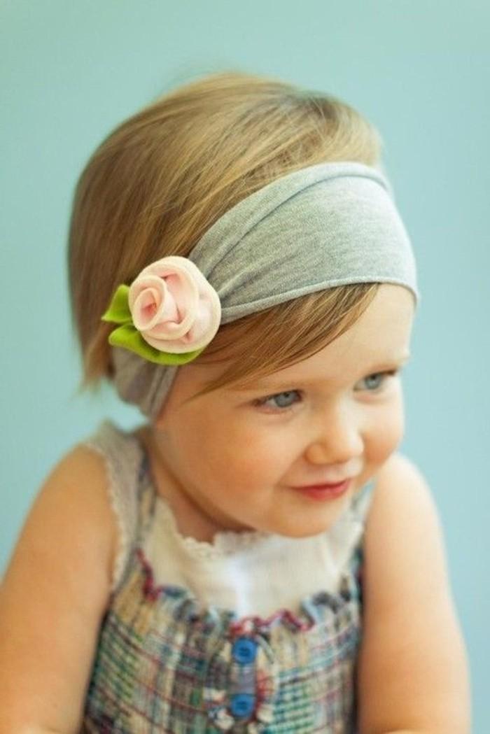kokettes-Haaraccessoire-mit-Dekoration-für-Babys