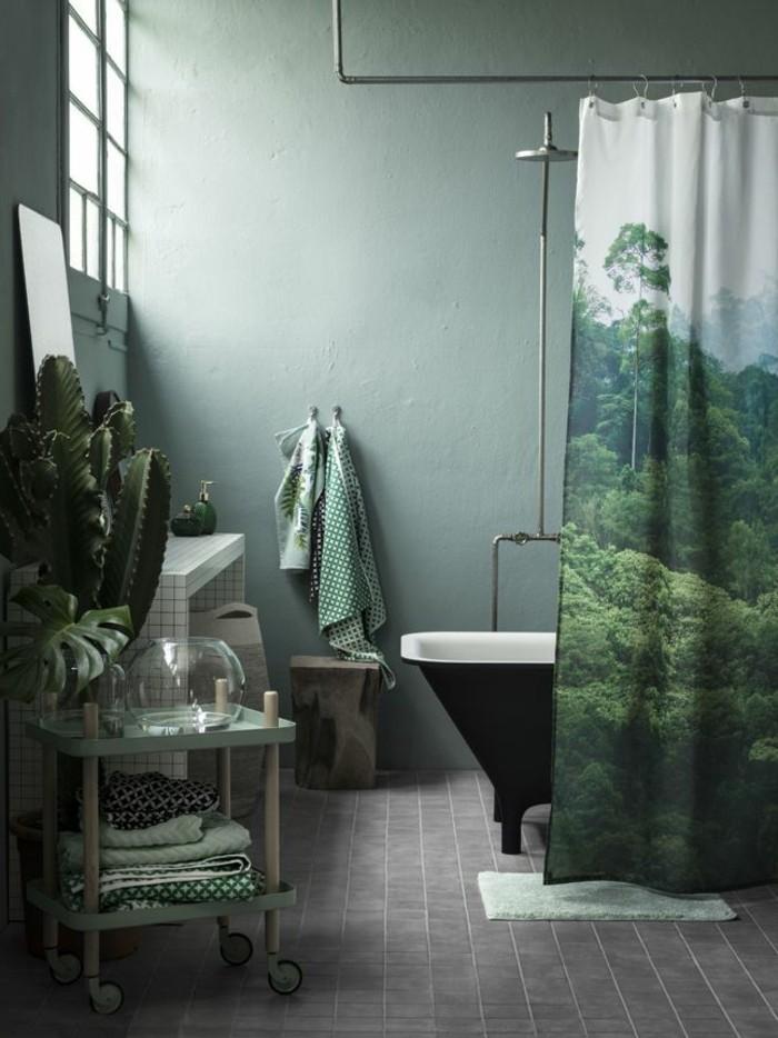 kreative-badgestaltung-ideen-wunderschöne-vorhänge-grüne-farbe-freistehende-badewanne