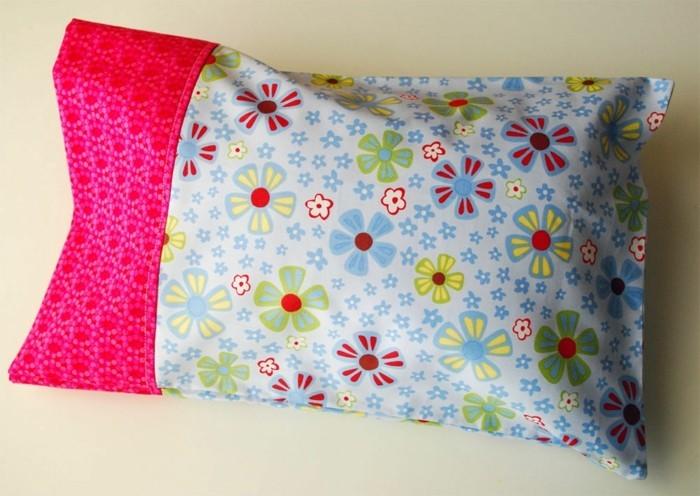 kreative-gestaltung-bunter-kissenbezug-super-accessoire-fürs-schlafzimmer