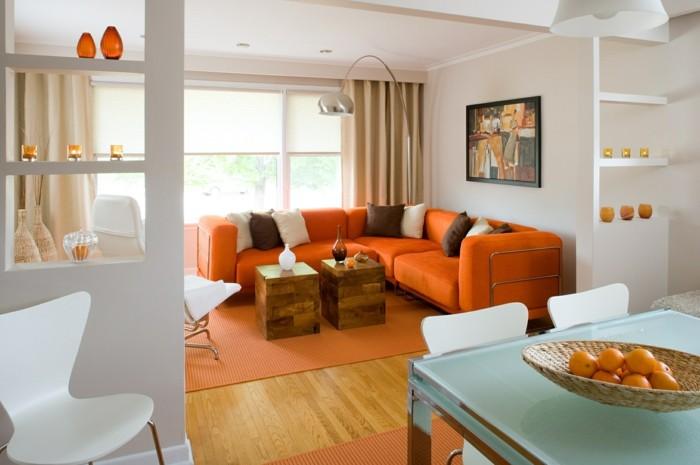 kreatives-modell-wohnzimmer- mit-moderner-dekoration