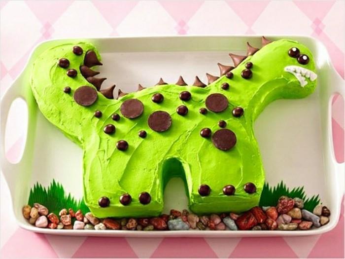 kuchen-für-kindergeburtstag-wunderschöne-grüne-creme