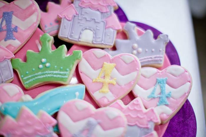 leckere-Süßigkeiten-mit-Dornröschen-Motiven