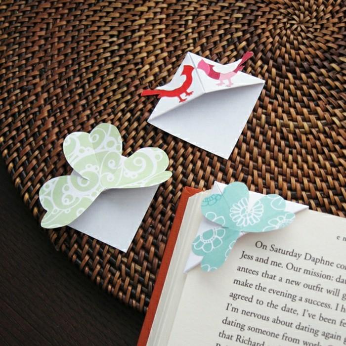 lesezeichen-basteln-foto-von-oben-genommen-süße-origami-elemente