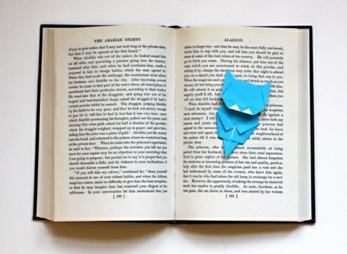 lesezeichen-selber-machen-blaue-origami-figur