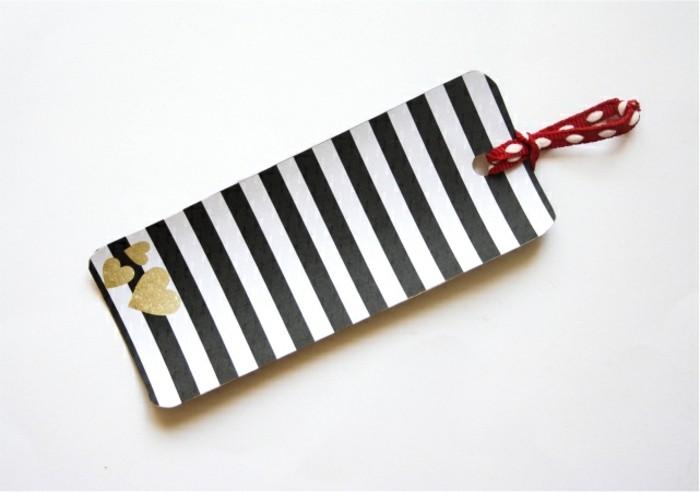 lesezeichen-selbst-gestalten-modell-in-schwarz-und-weiß