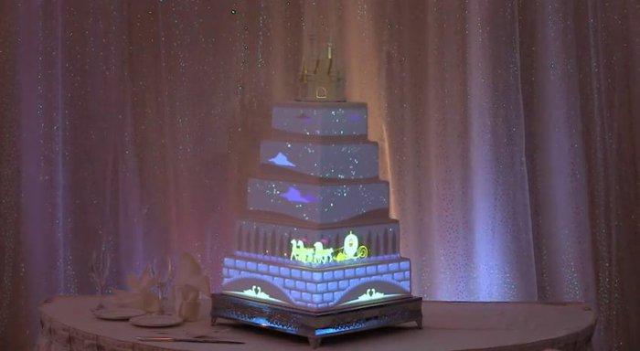 leuchtende-märchenhafte-Torte-inspiriert-von-der-Aschenputtel-Geschichte