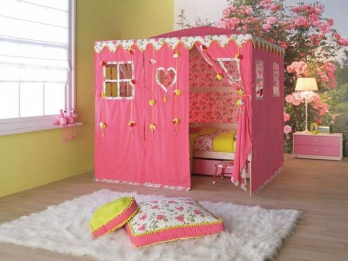 mädchen-jugendzimmer-mit-tollen-kindermöbeln-originelles-bett-modell-wie-ein-kleines-haus-aussehen