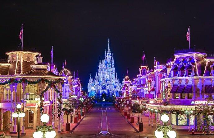 märchenhaftes-Bild-der-Disney-Schloss