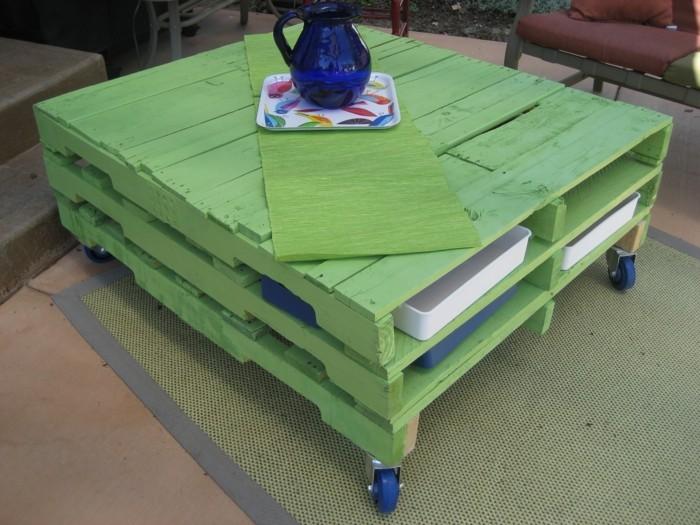 möbel-aus-paletten-quadratischer-tisch
