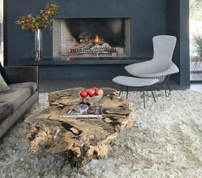 massive Möbel - rustikaler Holz Couchtisch und weicher Teppich ...