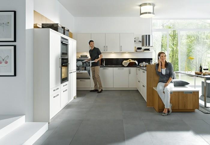 magnolia-farbe-küche-weitläufiges-modell-gläserne-wände