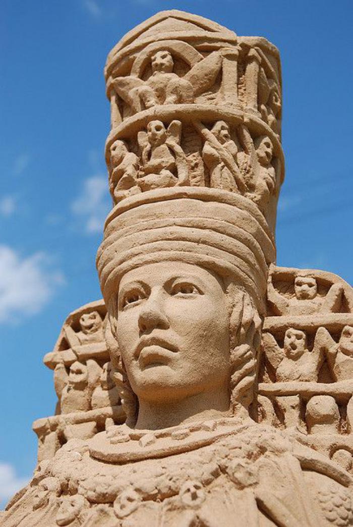 meisterhafte-Sandskulptur-von-ägyptischem-Pharaon