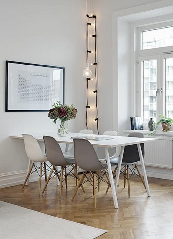minimalistisch-eingerichtetes-Esszimmer-mit-Parkett