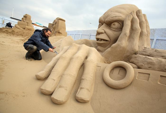moderne-Skulptur-aus-Sand-Amgull