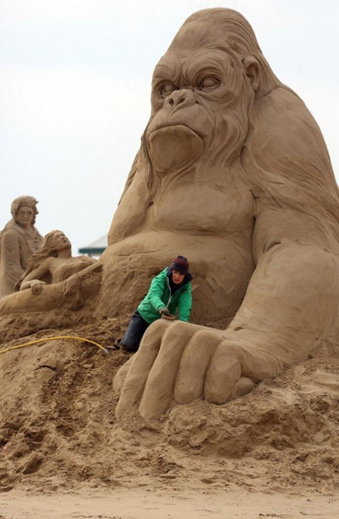 moderne-Skulptur-aus-Sand-King-Kong