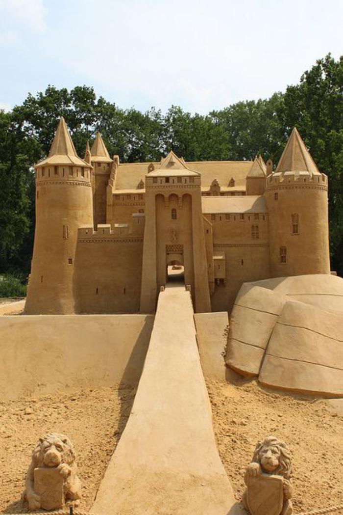 moderne-Skulptur-aus-Sand-Miniatur-von-Schloss