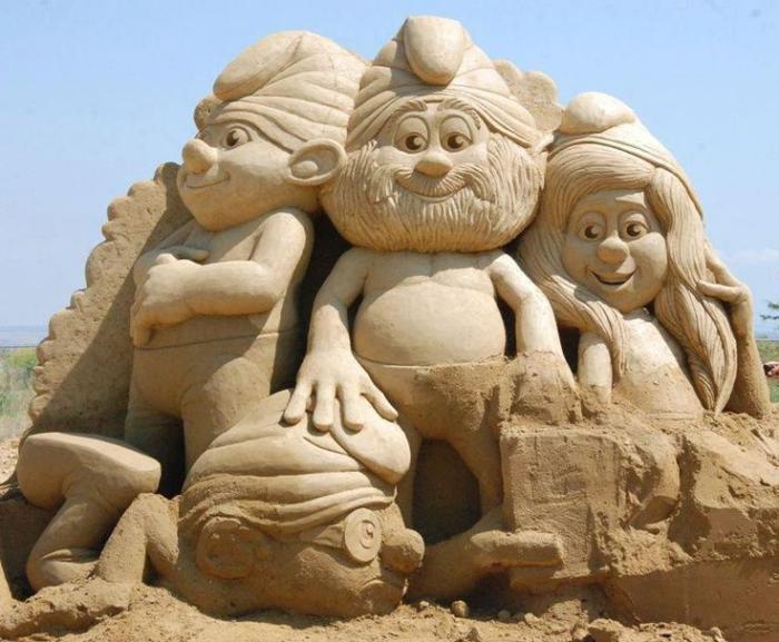 80 moderne Skulpturen aus Sand