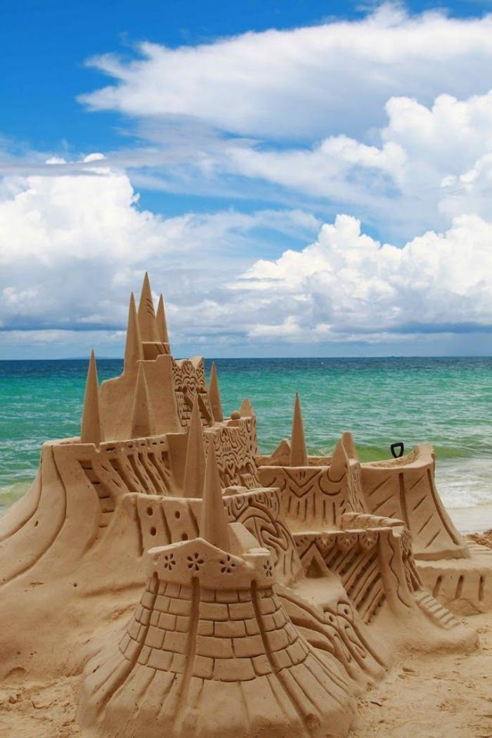 moderne-Skulpturen-Schloss-aus-Sand