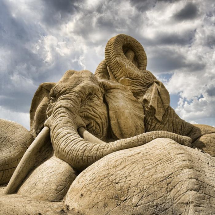 moderne-Skulpturen-aus-Sand-Elefant-Figur