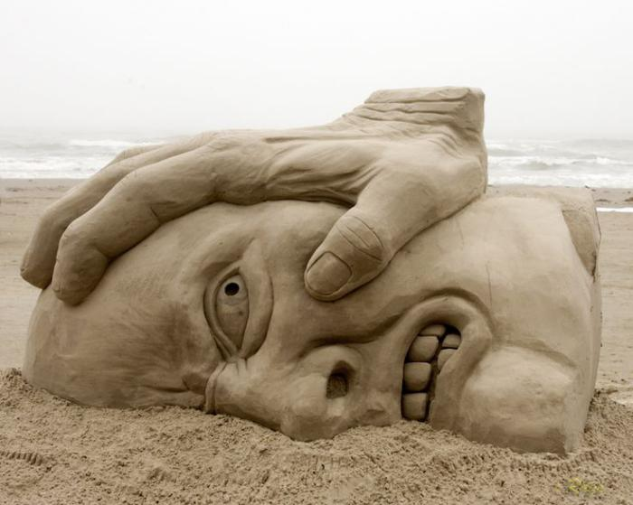 moderne-Skulpturen-aus-Sand-abstrakte-Kunst