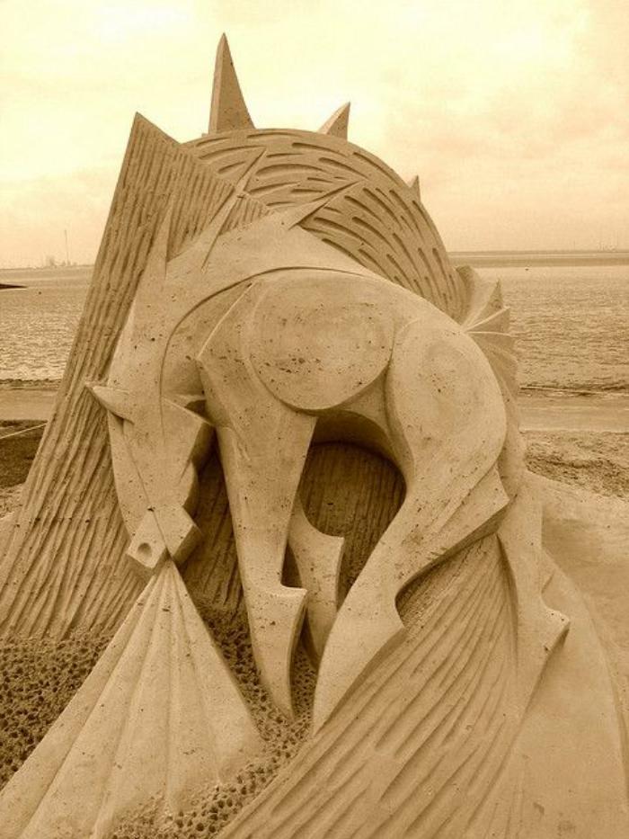 moderne-Skulpturen-mythologisches-Wesen-Figur
