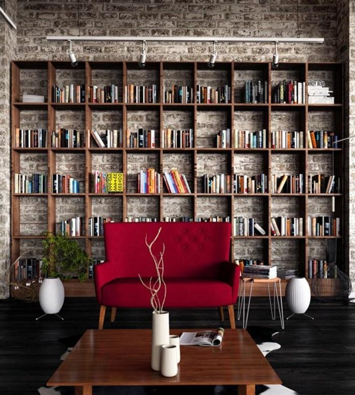 moderne-Wohnung-Ziegelwände-Bücherwand-modernes-kleines-rotes-Sofa