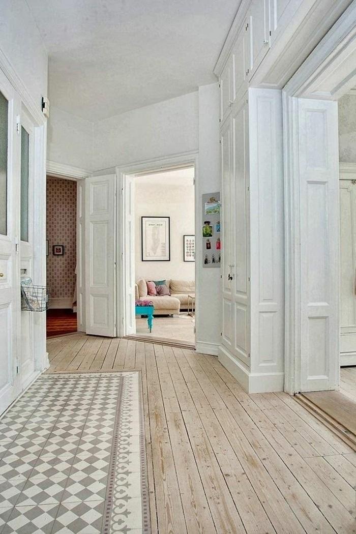 moderne-Wohnung-gestaltet-in-Weiß-mit-Holzparkett