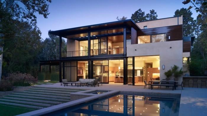moderne-architektenhäuser-interessantes-modell-mit-einem-super-pool