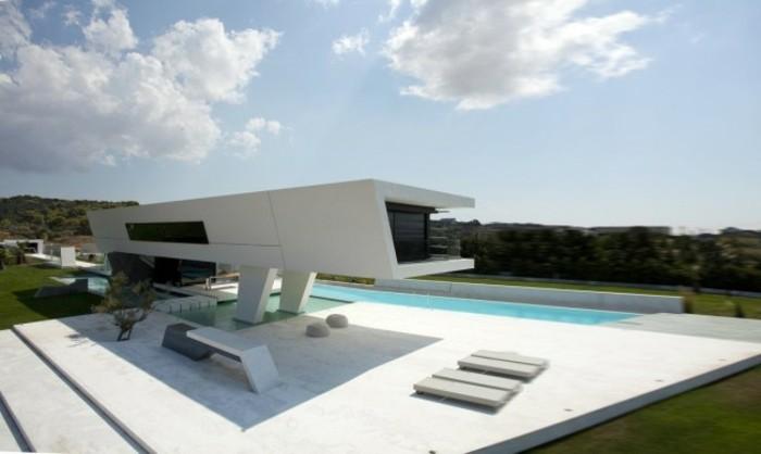 moderne-architektenhäuser-weiße-minimalistische-gestaltung