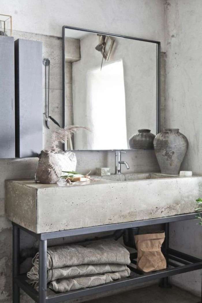 moderne-bäder-quadratischer-spiegel-an-der-wand-weißes-waschbecken