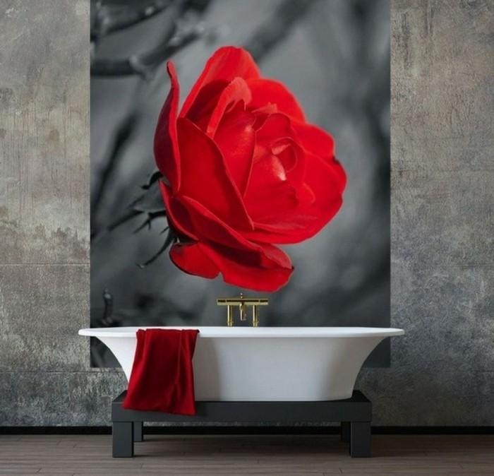 moderne-bäder-rote-rose-interessante-wandgestaltung