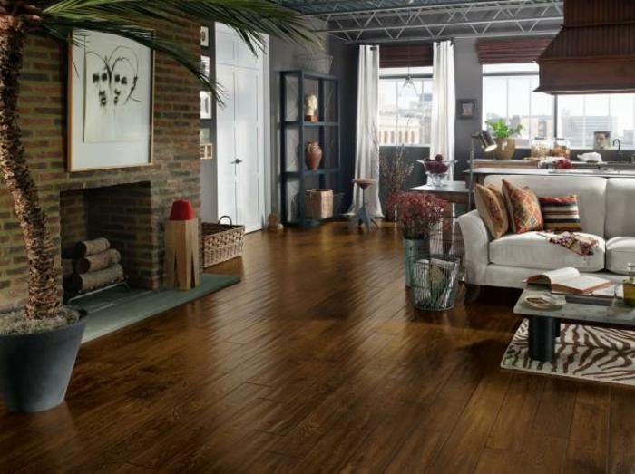 moderne-gestaltung-wohnzimmer-attraktiver-kamin-und-interessante-möbel